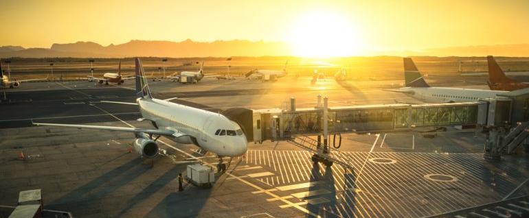 Reisen und unterwegs online Arbeiten: So finanzieren clevere junge Erwachsene ihre Auslandsreise